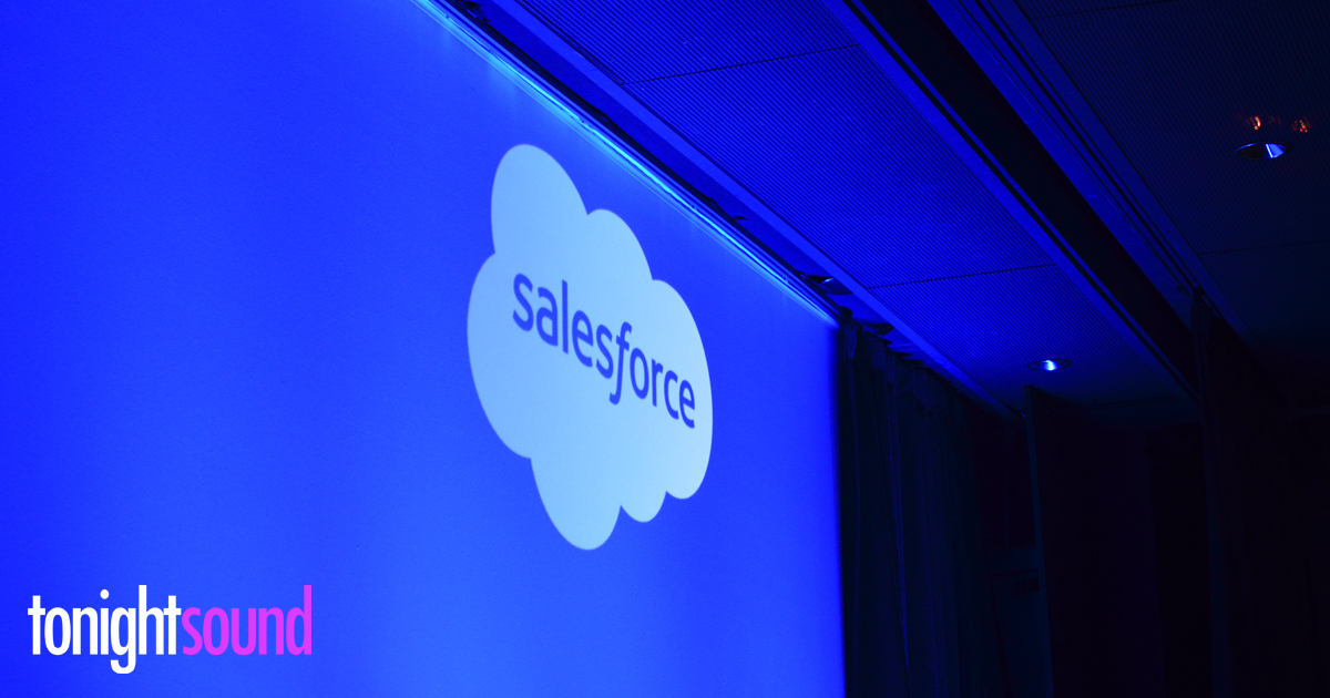 projection de gobo Salesforce au pavillon Gabriel pour le Service Cloud Excellence