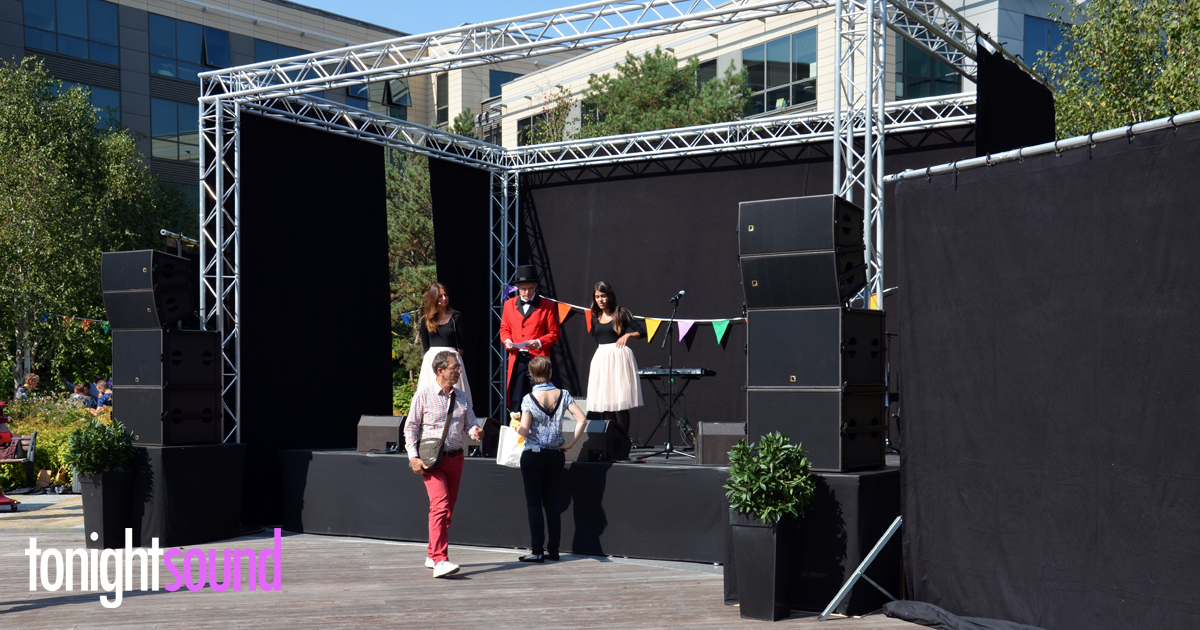 Convention AVIVA FRANCE, technique audiovisuelle par Tonightsound scène exterieure et sonorsisation ARCS L-Acoustics