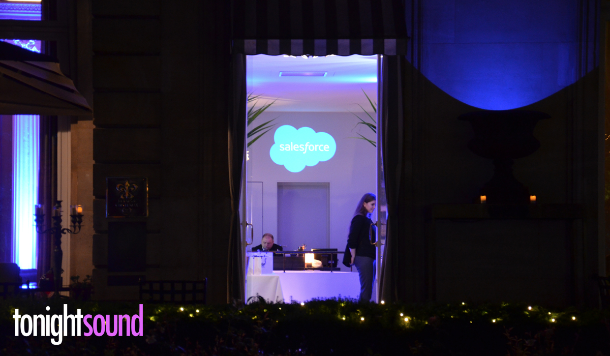 Projection de logo par Tonightsound du Relais Chateaux Apicius diner Salesforce