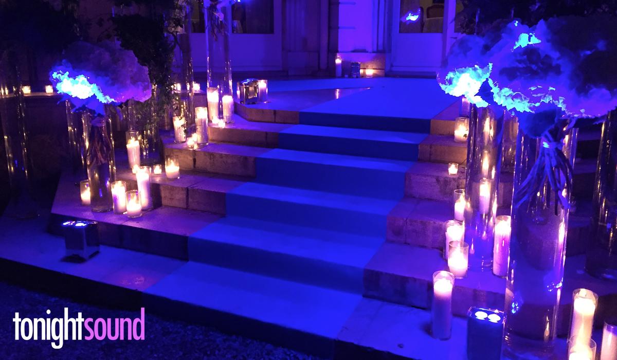 Tapis de cérémonie bleu et éclairage architectural pour Salesforce chez Apicius relais et chateaux