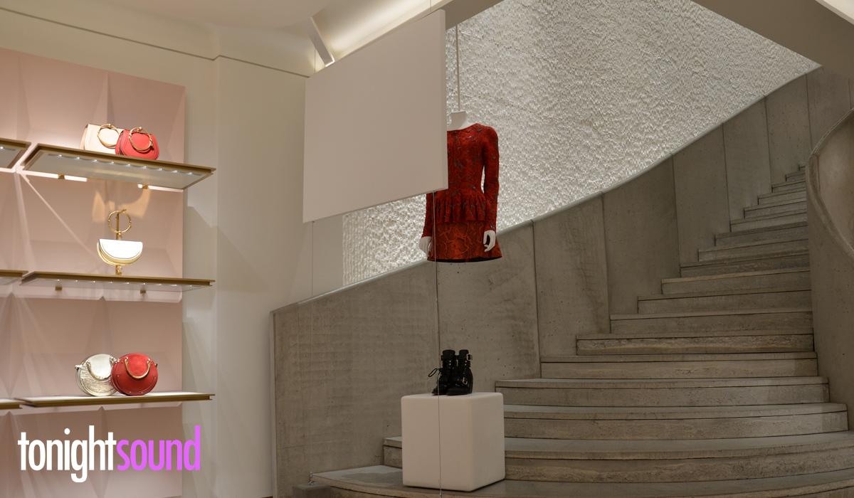 écran de projection sur mesure pour Chloé Paris Montaigne
