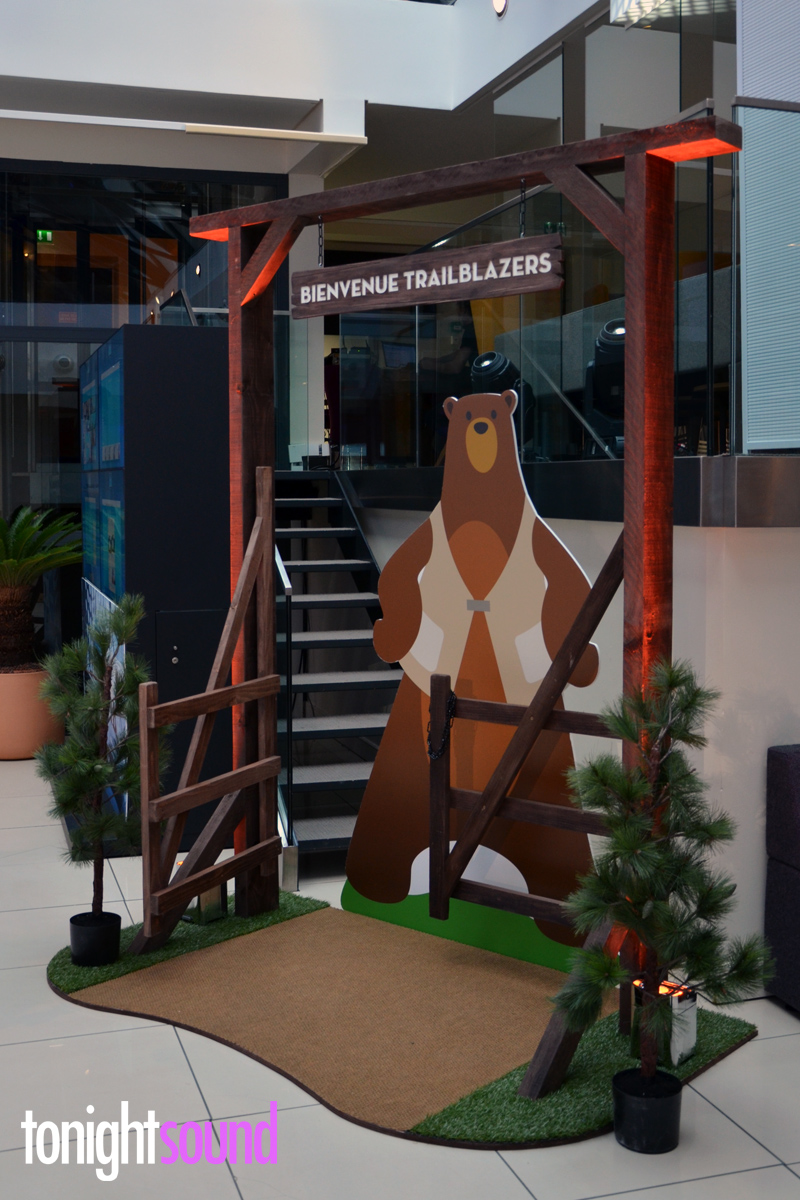 Réalisation de décors en bois pour Salesforce Paris
