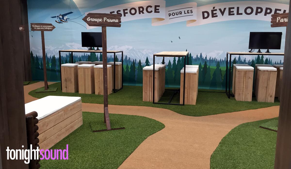 Décoration stand pour Salesforce à Station F Paris gazon M1