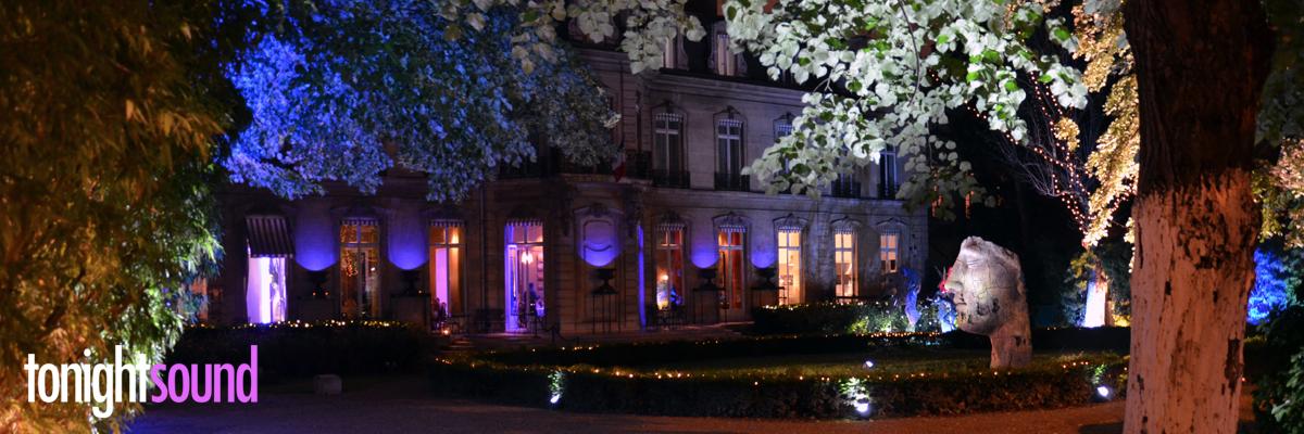 Tapis de cérémonie bleu et éclairage architectural pour Salesforce chez Apicius relais et chateaux paris