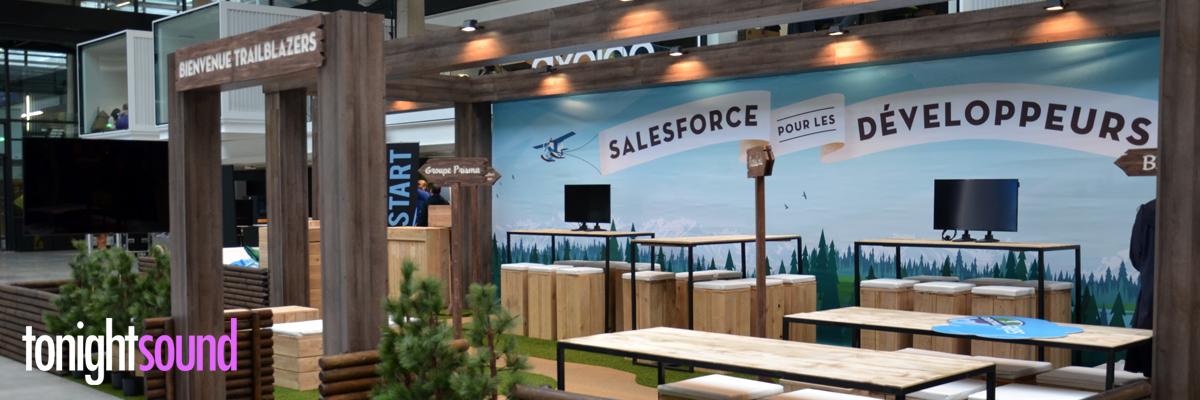 Décoration stand pour Salesforce à Station F Paris conception de decors en bois